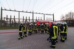 HDR - brandmanlag uppställt på förhandsmöten Royaltyfri Fotografi