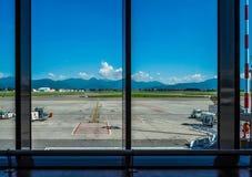 Hdr de piste d'aéroport de Bergame Orio Al Serio Photos stock