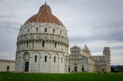 hdr dei baptistry башня Тоскана pisa аркады miracoli чуда Италии cathdral полагаясь квадратная Стоковые Фотографии RF