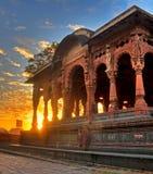 HDR di un palazzo con il sole aumentare dietro esso Fotografia Stock