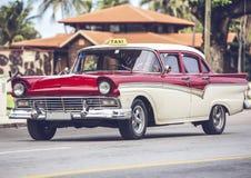 HDR-Foto-amerikanischer Oldtimer auf Straße in Havana Cuba lizenzfreies stockfoto