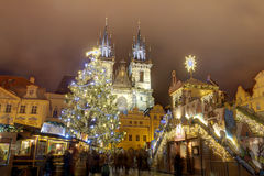 HDR-Foto der traditionellen Weihnachtsmärkte am alten Stadtquadrat in Prag, Tschechische Republik, im Jahre 2015 Lizenzfreie Stockbilder