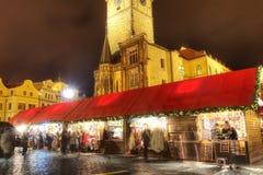 HDR-Foto der traditionellen Weihnachtsmärkte am alten Stadtquadrat in Prag, Tschechische Republik, im Jahre 2015 Stockfotografie