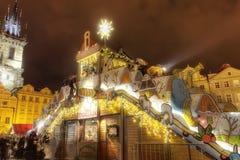 HDR-Foto der traditionellen Weihnachtsmärkte am alten Stadtquadrat in Prag, Tschechische Republik, im Jahre 2015 Lizenzfreie Stockfotos