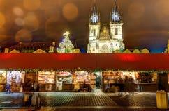 HDR-Foto der traditionellen Weihnachtsmärkte am alten Stadtquadrat in Prag, Tschechische Republik, im Jahre 2015 Lizenzfreie Stockfotografie