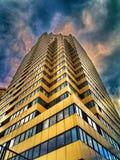 HDR-foto do arranha-céus e das nuvens Foto de Stock