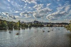 HDR-Foto van de stad van Praag, Vltava-rivier, het Kasteel van Praag Royalty-vrije Stock Afbeeldingen