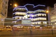 HDR-foto van de traditionele Kerstmismarkten bij het vierkant van de Republiek voor Kotva-winkelcomplex Stock Fotografie