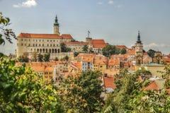 HDR-Foto van Mikulov-stad met Mikulov-Kasteel, Tsjechische Republiek Royalty-vrije Stock Afbeelding
