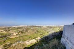 HDR-Foto von Malta-Landschaft von der Spitze der historischen Stadt Mdina in der Sonne des späten Nachmittages an einem sonnigen  Stockfoto