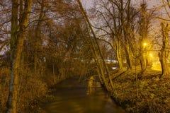 HDR fotoet av den Olomouc staden parkerar i vinter med ingen snö på natten, Tjeckien Royaltyfri Bild