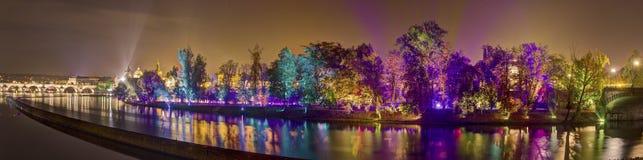 HDR-Panoramabild der magischen Garteninstallation durch den finnischen Meister von beweglichen Lichteffekten Kari Kola an Signalf Lizenzfreie Stockbilder