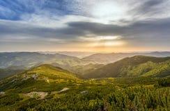 hdr wizerunku krajobrazu majestatyczny gór zmierzch Zdjęcie Stock