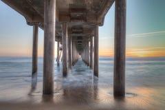 HDR-Zonsondergang achter de Huntington Beachpijler Stock Afbeeldingen