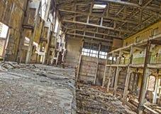 hdrfoto Överge förstörelse, bruten fabrik från inre royaltyfri bild