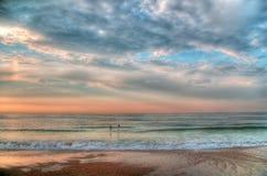 hdrmorgonstolpe som behandlar havsstormen arkivbilder