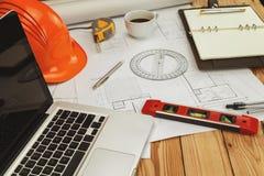 Hełm i architektoniczny wyposażenie na projekcie Obraz Stock