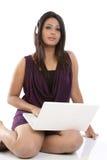 hełmofonów laptopu kobieta obrazy stock
