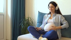 hełmofony target2431_1_ muzycznego kobieta w ciąży zbiory wideo