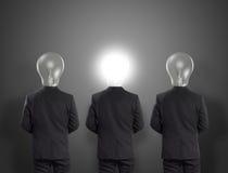 Head affärsman för lampa, idébegrepp Arkivfoton