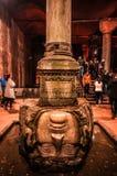 Head basilikacistern Yerebatan, reserv för Medusa för underjordiskt vatten fotografering för bildbyråer