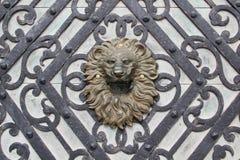 head lionskulptur Arkivbild