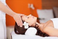 Head massage royaltyfri fotografi