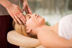 head massage royaltyfri bild