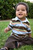 Head och skuldrastående av en latinamerikansk pojke Royaltyfri Fotografi