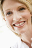 Head shot of woman smiling Royalty Free Stock Photos