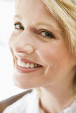 Head shot of woman smiling Royalty Free Stock Images