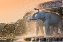 Head springbrunn för elefant på BAPS Shri Swaminarayan Mandir i Atlanta, GUMMIN - den största hinduiska templet förutom Indien Royaltyfri Fotografi