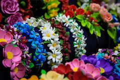 Headbands με τα λουλούδια από το foamiran Φωτεινή διακόσμηση για την τρίχα Στοκ Φωτογραφίες