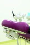 Headboard des Stuhls für Patienten in der zahnmedizinischen Klinik lizenzfreies stockbild