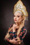 Headdress, κορίτσι, λαός, πορτρέτο, άσπρος, ρωσικά, Ρωσία, φόρεμα, Στοκ Εικόνες