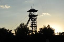 Headframes/torres de la elevación de la mina de carbón abandonada, Puertollano, provincia de Ciudad Real, España, Ciudad Real, Es Imagen de archivo libre de regalías