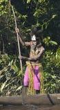 Headhunter plemię Asmat w masce z wiosłem fotografia stock