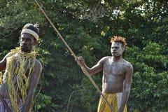 Headhunter plemię Asmat z wiosłem obraz royalty free
