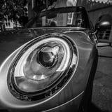Headlamp автомобиля с откидным верхом бондаря s автомобиля города мини Стоковые Фотографии RF