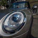 Headlamp автомобиля с откидным верхом бондаря s автомобиля города мини Стоковая Фотография