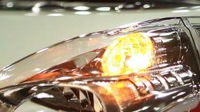 Headlamp nowy auto mruganie przy sala wystawową, ostrzegawczy lekki sygnał, kraksa samochodowa zbiory