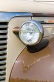 Headligth en coche marrón viejo Imágenes de archivo libres de regalías