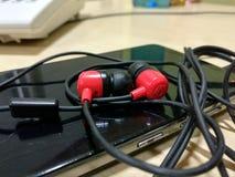 Headphone med det mobila trevliga skottet Royaltyfria Foton