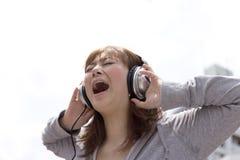 headphonekvinna Royaltyfri Fotografi