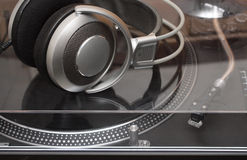 Headphones on gramophone disc player Royalty Free Stock Images