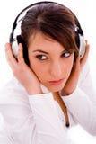 headphones listening music serious woman Στοκ φωτογραφία με δικαίωμα ελεύθερης χρήσης