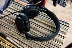 Headphones on vinyl records Royalty Free Stock Photos