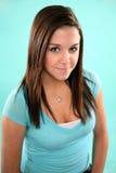 Headshot ładnej brunetki nastoletnia dziewczyna Obrazy Stock