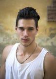Headshot atrakcyjny młody człowiek outside Obrazy Royalty Free