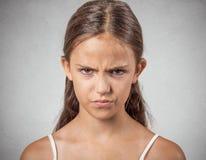 Headshot av den ilskna tonåringen Royaltyfria Bilder